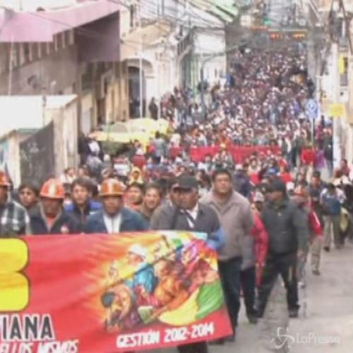 Bolivia, sindacato chiede aumento pensioni: scontri a La Paz