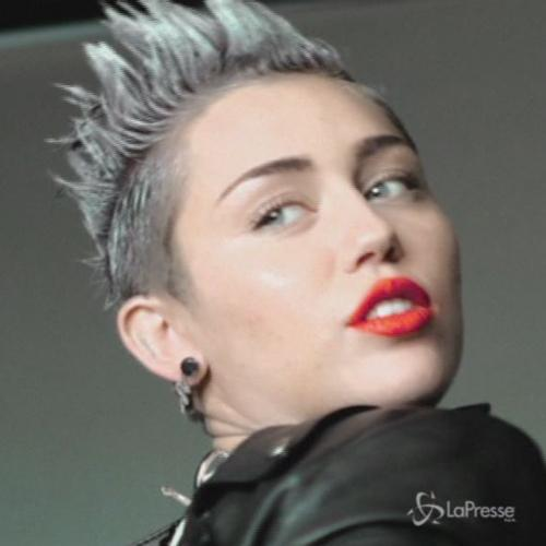 Miley Cyrus: polizia a casa, ma  uno scherzo
