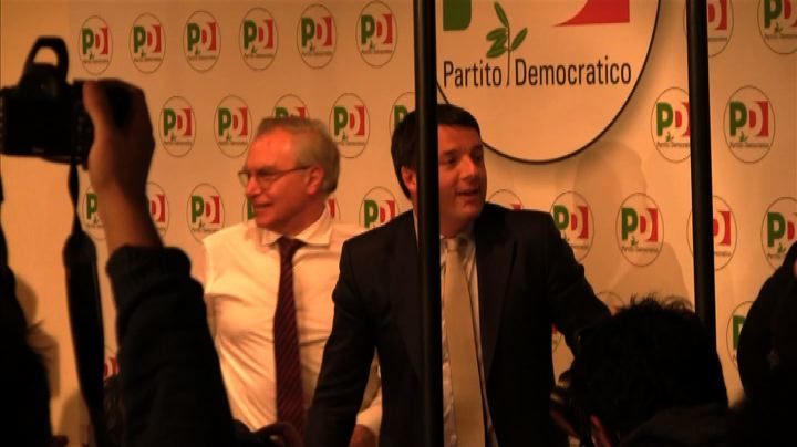 Renzi debutta da segretario Pd, media scatenati