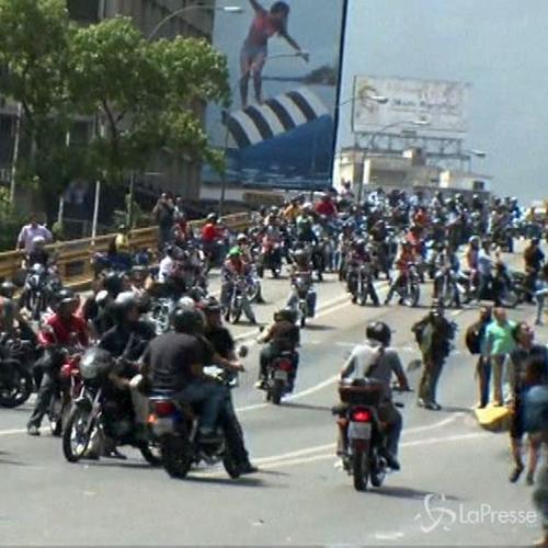 Venezuela, 2 morti in proteste antigovernative. Maduro: ...