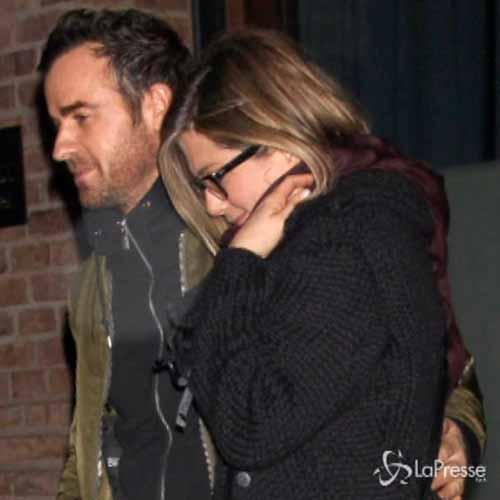 Jennifer Aniston con Justin Theroux, spunta anello di ...