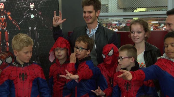 Spider-Man a Disneyland Paris, fan impazziti per Andrew ...