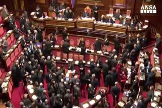 Renzi non tratta: nessun golpe