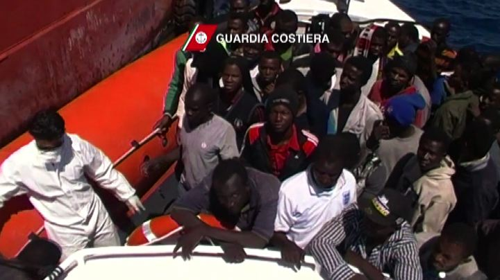 Guardia costiera salva a largo della Sicilia 97 migranti
