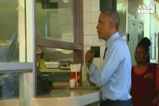 Obama al fast food, costolette e fagioli