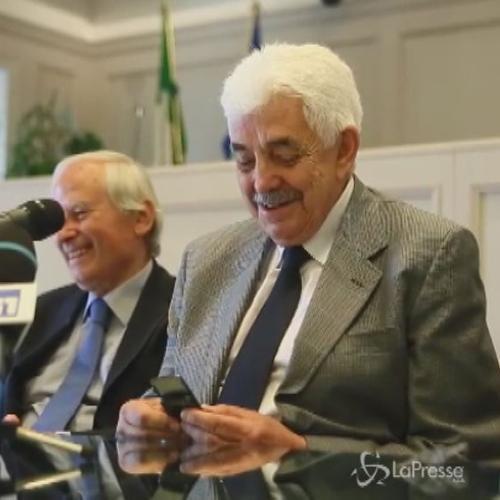 Tesauro eletto presidente della Corte Costituzionale se la prende col telefonino: Non riesco a spegnerlo
