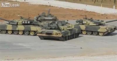 Russia, al via il biathlon per carri armati