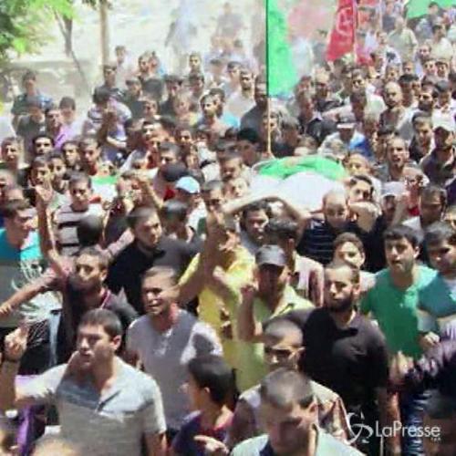 Gaza, corteo funebre per moglie e figlio di Mohammed Deif   ...