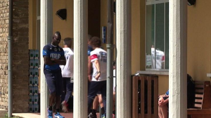 Mario Balotelli lascia il Milan e l'Italia e passa al ...