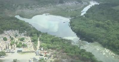 Fuoriuscita di petrolio inquina un fiume in Messico