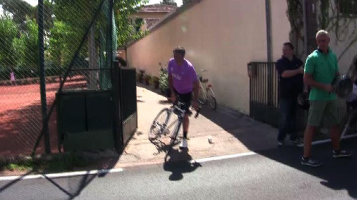 Renzi in vacanza, tennis e giro in bici