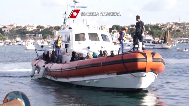 Salvati quasi 300 migranti nel Canale di Sicilia