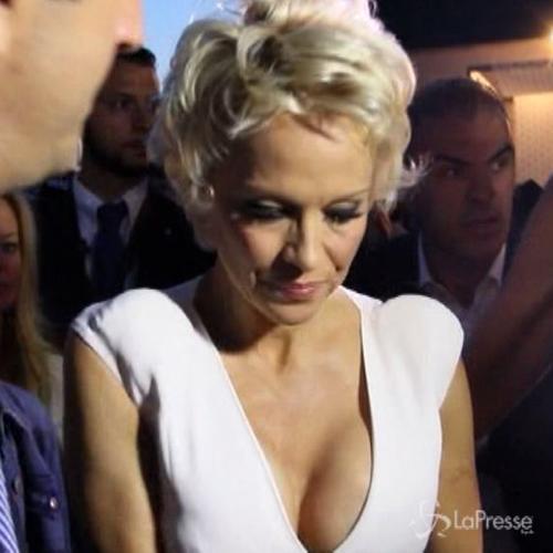 Pamela Anderson fuori dal coro: No IceBucketChallenge, ...