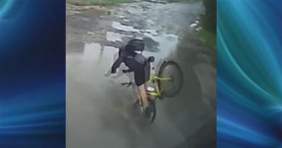 Il ciclista e la buca invisibile