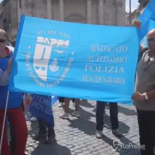 Flash mob del Sappe in piazza del Popolo: Basta tagli ...