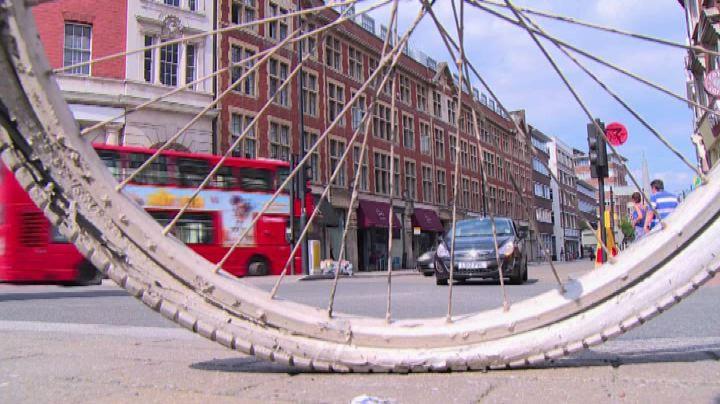 Sempre più in bici a Londra, campagna anti rischio