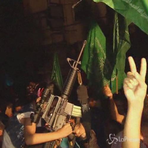 Cittadini di Gaza scendono in strada per festeggiare il ...