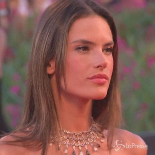 Festival Venezia, top model Alessandra Ambrosio incanta ...