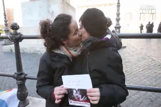 Coppia gay adotta bimba, primo caso in Italia