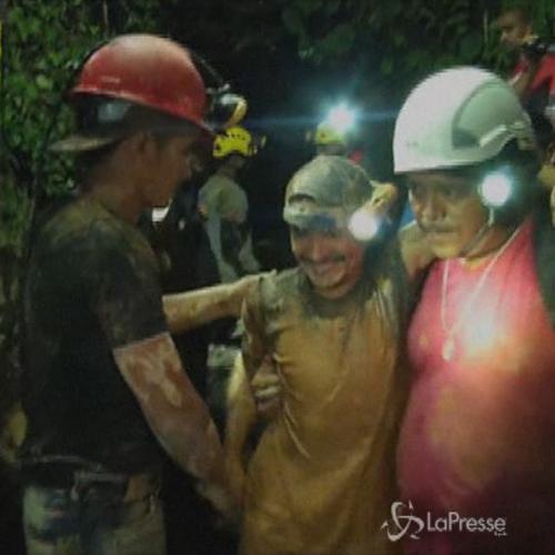 Salvati 11 minatori intrappolati nella miniera d'oro in ...