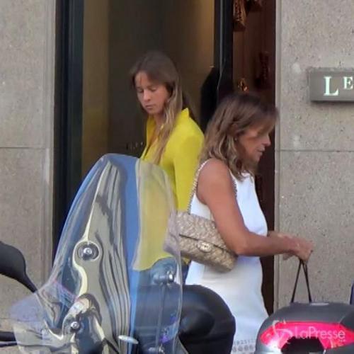 Shopping mamma e figlia per Cristina Parodi Benedetta in ...