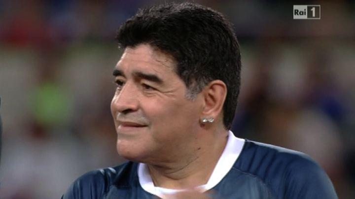 """Maradona e le altre glorie alla """"Partita per la pace"""""""
