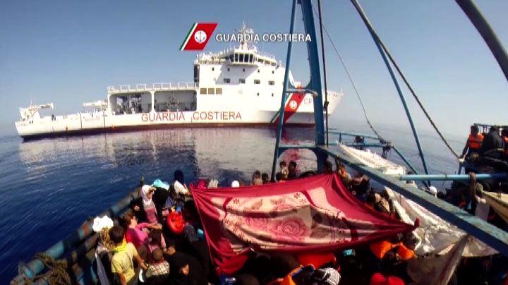 Mare Nostrum, il salvataggio di 909 migranti