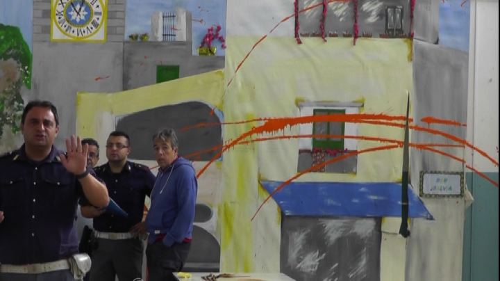 A Capri raid vandalico in scuola dedicata a vittima camorra ...