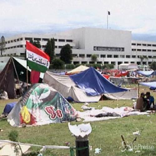 Pakistan, scontri a Islamabad: parlamento convoca seduta di ...