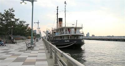 Ultimo battello a vapore ospita biblioteca galleggiante     ...