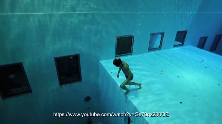 Giù nel blu, la piscina come l'oceano