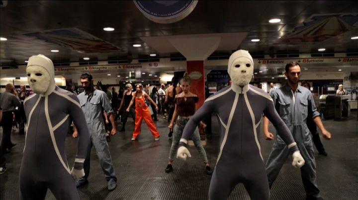Un mostro in metrò: flash mob Cinecittà World a Ottaviano ...