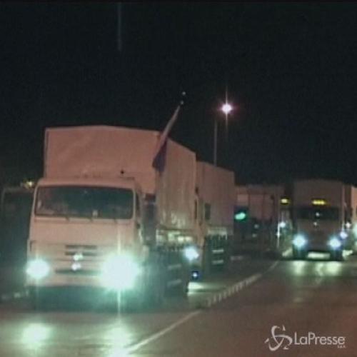Convoglio di aiuti russi varca attraversa confine in ...