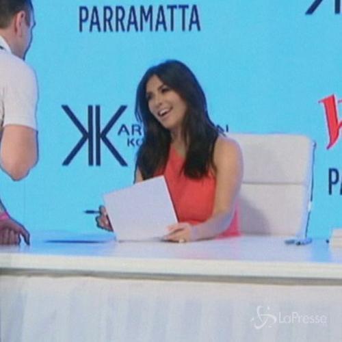 Kim Kardashian accolta da fan in delirio a Sydney