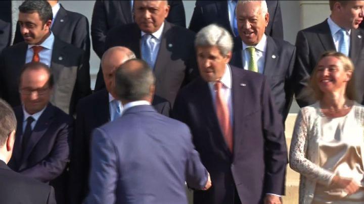 Parigi, foto di gruppo al vertice sull'Iraq, Mogherini e ...
