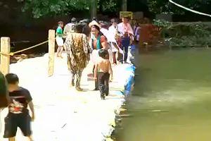 Bimbo cade in acqua, passante si tuffa ma viene ignorato