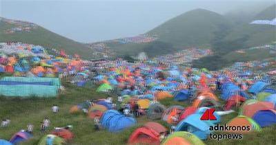 Migliaia di tende colorate al festival del campeggio