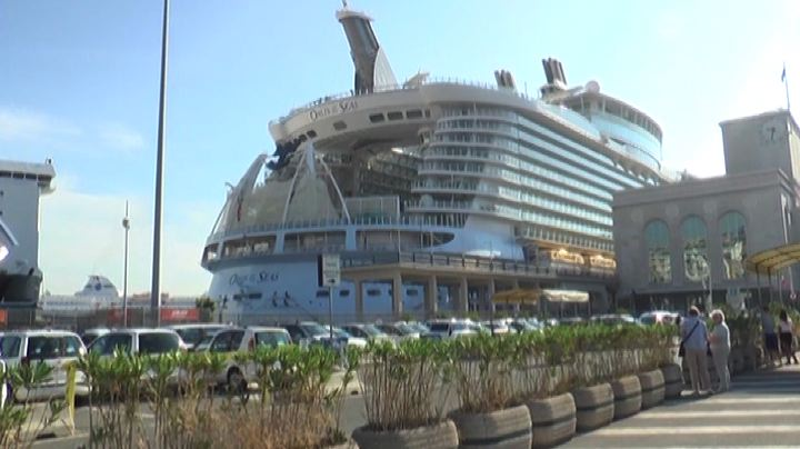 A Napoli la Oasis of the Seas, la nave più grande del ...
