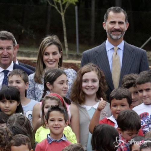 Felipe e Letizia visitano una scuola per l'inizio del ...