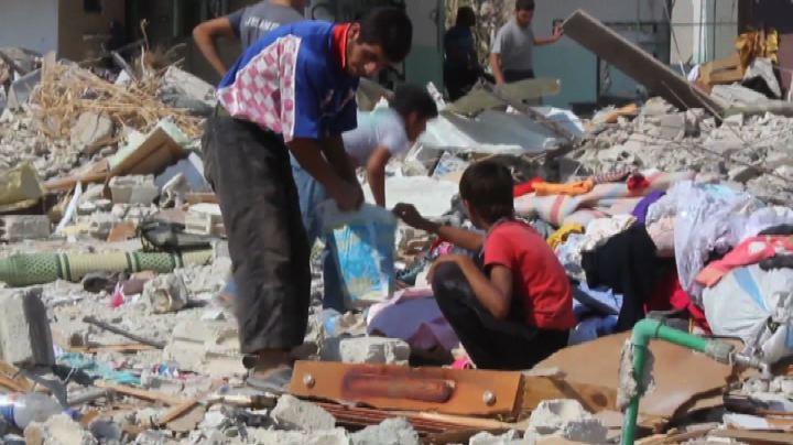 Siria, tra i guerriglieri dell'Isis che combattono Assad    ...