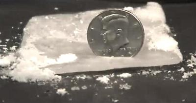 Metti una moneta nel ghiaccio, ecco cosa succede