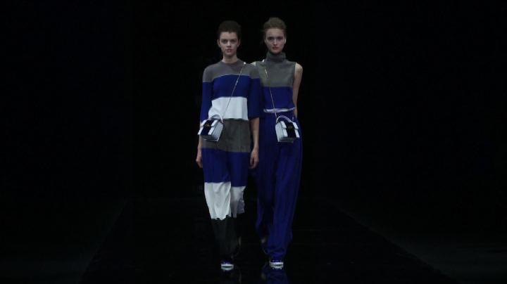 Moda Milano, Emporio Armani gioca sul blu