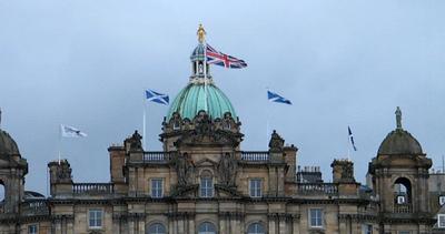 Scozia. Sarà Dio a salvare la regina?