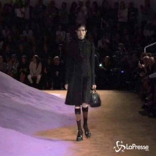 Milano moda, in passerella la donna Prada che impara dal ...