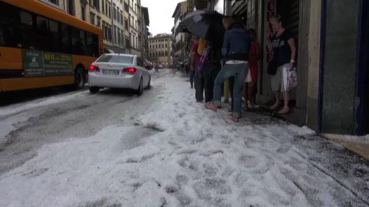 Bomba d'acqua e grandine a Firenze, allagamenti e alberi ...