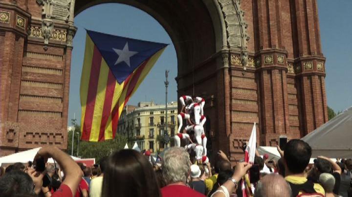 Parlamento catalano dà via libera a referendum sulla ...