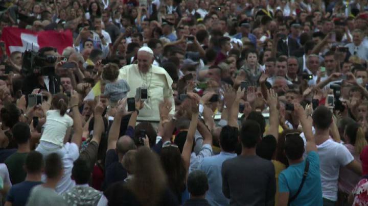 """Papa Francesco: """"Nessxuno usi Dio come scudo per fare violenza"""""""