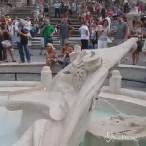 Roma, ecco la fontana della Barcaccia di piazza di Spagna ...