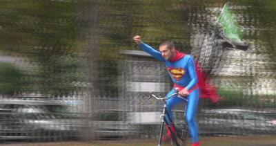 L'orgoglio del ciclista, il Bike Pride strega Torino