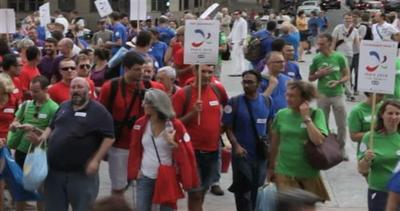 Parigi, festa grande per le Olimpiadi arcobaleno